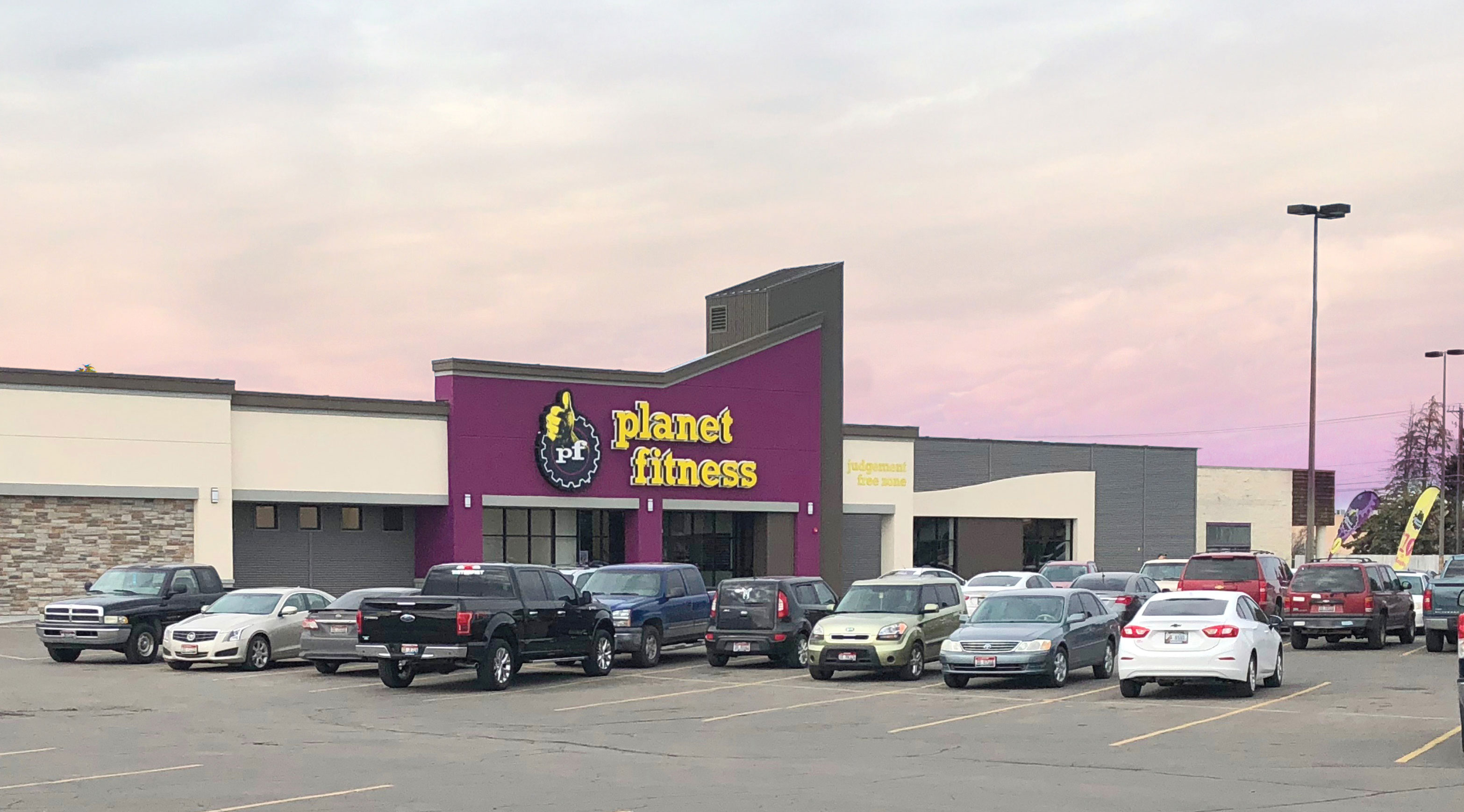parkway-plaza-planet-fitness-idaho-falls.jpg